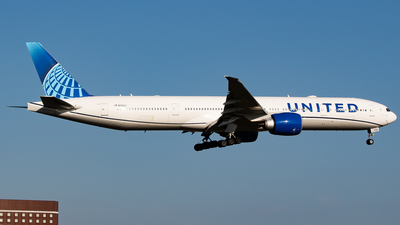 N2352U - Boeing 777-322ER - United Airlines