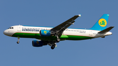 A picture of UK32017 - Airbus A320214 - Uzbekistan Airways - © Sebastian Sowa
