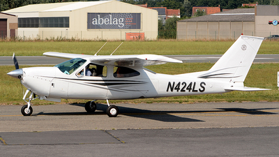A picture of N424LS - Cessna F177RG Cardinal - [F177RG0130] - © diopere geert
