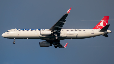 A picture of TCJSL - Airbus A321231 - Turkish Airlines - © t_berat_k