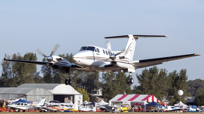 LV-HWM - Beechcraft 300LW Super King Air - Private