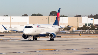 A picture of N256SY - Embraer E175LR - Delta Air Lines - © Saul Hannibal