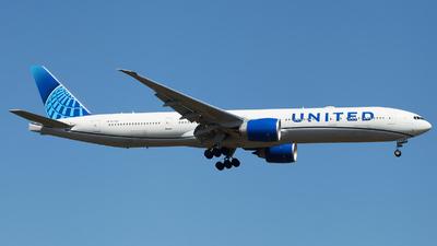 N2749U - Boeing 777-322ER - United Airlines