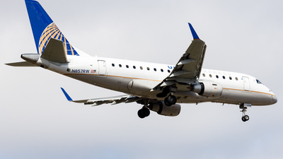 A picture of N857RW - Embraer E170SE - United Airlines - © Martin Pinnau