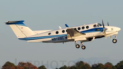 A picture of N972SC - Beech 300 Super King Air 350 - [FL258] - © Agustin Anaya