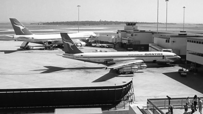 VH-EAF - Boeing 707-338C - Qantas