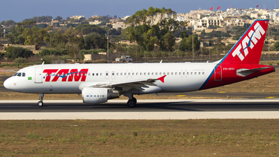 A picture of PRMHI - Airbus A320214 - LATAM Airlines - © Jeancarl Cardona