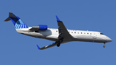A picture of N915EV - Mitsubishi CRJ200LR - United Airlines - © DJ Reed - OPShots Photo Team