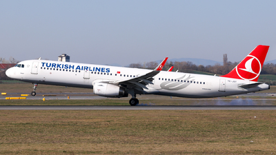 A picture of TCJST - Airbus A321231 - Turkish Airlines - © Lorenz Kafenda