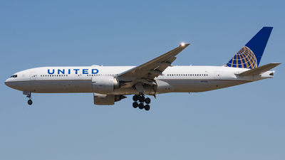 N37018 - Boeing 777-224(ER) - United Airlines