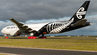 A picture of ZKOKE - Boeing 777219(ER) - Air New Zealand - © Sean Avery