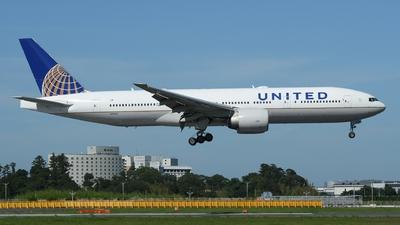N76010 - Boeing 777-224(ER) - United Airlines