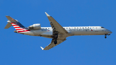 A picture of N524AE - Mitsubishi CRJ701ER - American Airlines - © Jeremy D. Dando