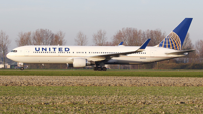 A picture of N663UA - Boeing 767322(ER) - United Airlines - © Jeroen Stroes
