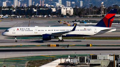 A picture of N547US - Boeing 757251 - Delta Air Lines - © Brandon Giacomin