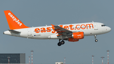 A picture of GEZBJ - Airbus A319111 - easyJet - © Alberto Ceriana