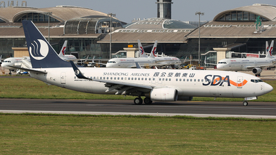 B-5592 - Boeing 737-8HX - Shandong Airlines