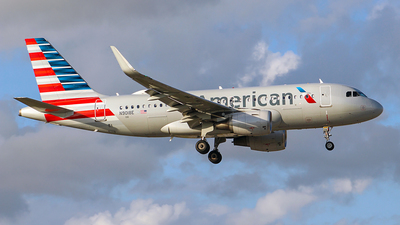 A picture of N9018E - Airbus A319115 - American Airlines - © Obed Diaz
