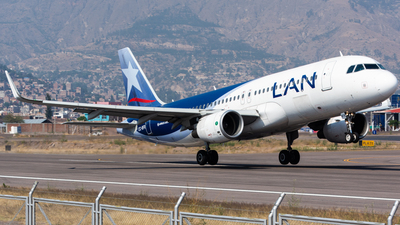 A picture of CCBFR - Airbus A320214 - LATAM Airlines - © Aldo Martinelli