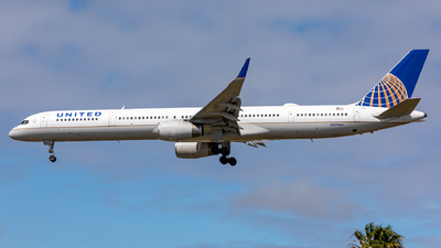 A picture of N57864 - Boeing 75733N - United Airlines - © Sweet Potato