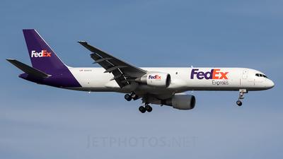 A picture of N991FD - Boeing 757232(SF) - FedEx - © Jose R. Ortiz
