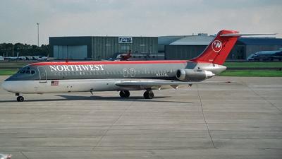 N3324L - McDonnell Douglas DC-9-32 - Northwest Airlines