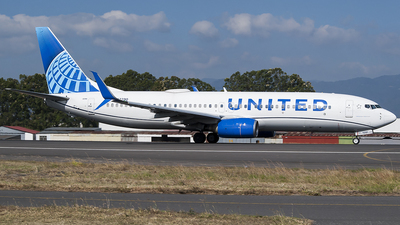 A picture of N37290 - Boeing 737824 - United Airlines - © Brian Boche