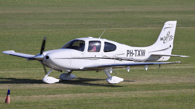 PH-TXW - Cirrus SR22-GTS - Private