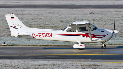 A picture of DEDDV - Cessna172S Skyhawk 2 - [172S8165] - © Thomas Schmidt-Blindenhöfer
