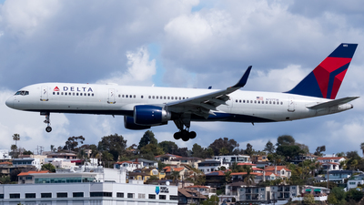 A picture of N727TW - Boeing 757231 - Delta Air Lines - © Ricky Teteris
