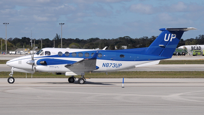 A picture of N873UP - Beech B300 Super King Air 350 - Gama Aviation - © Paul Denton