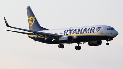 A picture of SPRSI - Boeing 7378AS - Ryanair - © Mr Szabi