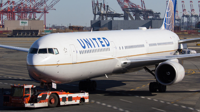 A picture of N76065 - Boeing 767424(ER) - United Airlines - © Xiamen Air 849 Heavy