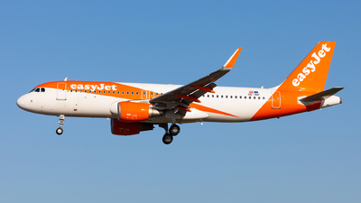 A picture of OEINF - Airbus A320214 - easyJet - © Carlos Miguel Seabra