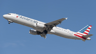A picture of N162UW - Airbus A321211 - American Airlines - © Mark Lawrence