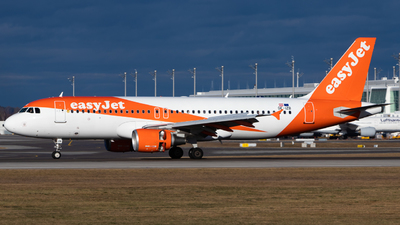 A picture of OEIZB - Airbus A320214 - easyJet - © Tim Donell