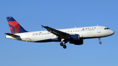 A picture of N363NW - Airbus A320212 - Delta Air Lines - © Paul Denton