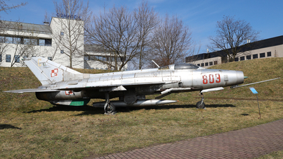 809 - Mikoyan-Gurevich MiG-21F-13 Fishbed C - Poland - Air Force