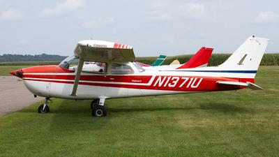 A picture of N1371U - Cessna 172M Skyhawk - [17267042] - © Jeremy D. Dando