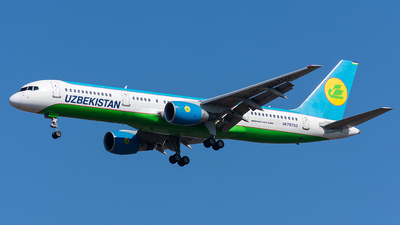 A picture of UK75703 - Boeing 757231 - Uzbekistan Airways - © Aleksandr Alekhichev