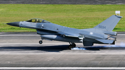 6694 - General Dynamics F-16A Fighting Falcon - Taiwan - Air Force