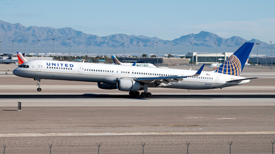 A picture of N57857 - Boeing 757324 - United Airlines - © Yan777
