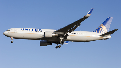 N685UA - Boeing 767-3CB(ER) - United Airlines