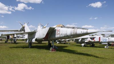 25 - Mikoyan-Gurevich MiG-25R Foxbat - Soviet Union - Air Force