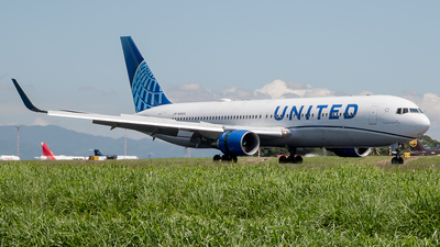 A picture of N656UA - Boeing 767322(ER) - United Airlines - © Ivan Jimenez Rojas
