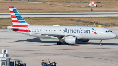 A picture of N121UW - Airbus A320214 - American Airlines - © Luke Ayers