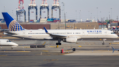 A picture of N12114 - Boeing 757224 - United Airlines - © Xiamen Air 849 Heavy