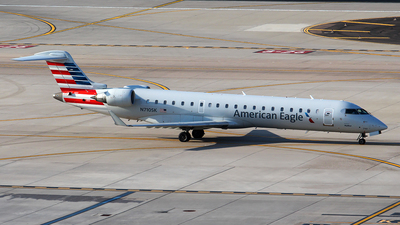 A picture of N710SK - Mitsubishi CRJ701ER - American Airlines - © Huy Do
