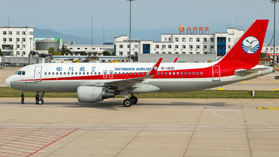 A picture of B1881 - Airbus A320214 - Sichuan Airlines - © Ren LanMing