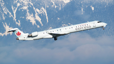 C-GDJZ - Bombardier CRJ-705LR - Air Canada Express (Jazz Aviation)